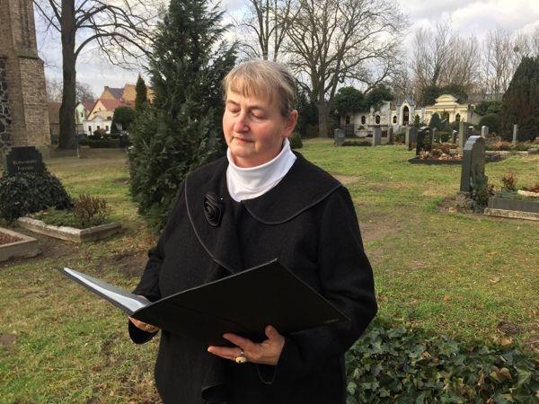 Trauerrednerin Bettina Schiller